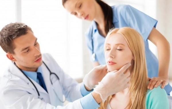 Bạn nên đến cơ sở chuyên khoa để điều trị ho khan