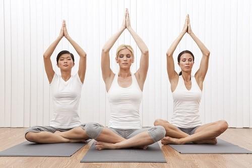 Các hình thức luyện tập tác động nhiều ở phần lưng như yoga và thái cực quyền có thể giúp làm giảm đau lưng.