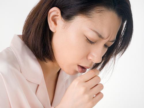 Ho dai dẳng kéo dài là một trong những dấu hiệu chính cảnh báo phổi bị bệnh