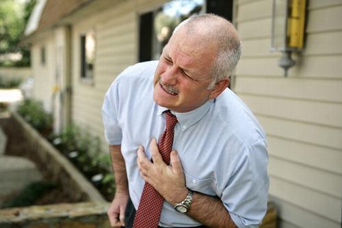 Đau ngực không chỉ là một triệu chứng của bệnh tim mà có thể là do nhiễm trùng phổi.