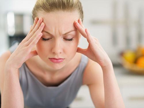 Đôi khi một khối u phổi ảnh hưởng đến não và chảy máu nên có thể gây đau đầu
