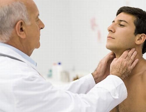 Bệnh quai bị có thể gây biến chứng teo tinh hoàn ở nam giới