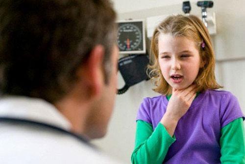 Bạn nên đến cơ sở chuyên khoa để thăm khám khi trẻ bị khò khè