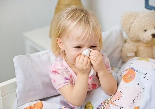 Nghỉ ngơi tại giường giúp cơ thể bé chống lại nhiễm trùng, đặc biệt là những trường hợp bé bị sốt.