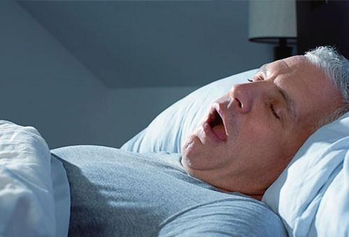 Ngưng thở khi ngủ có thể gây nên nhiều biến chứng nguy hại cho sức khỏe.