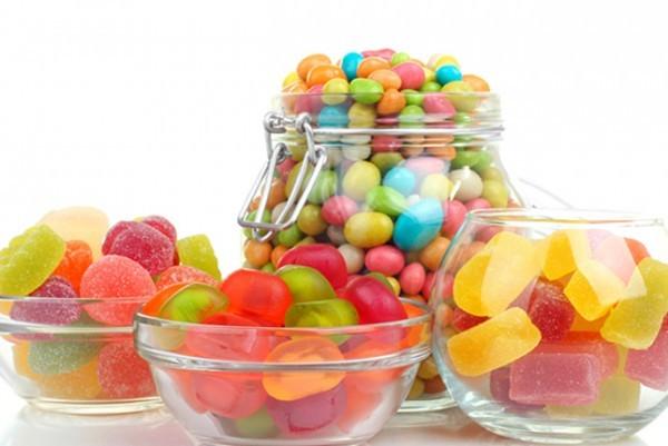 Người bị viêm thanh quản nên tránh các loại đồ ăn, thức uống chứa nhiều đường vì chúng có thể làm giảm khả năng miễn dịch.