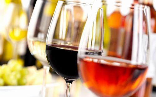 Rượu gây ra cảm giác nóng rát ở họng