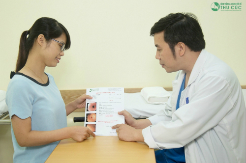 Bác sĩ trực tiếp chẩn đoán và tư vấn phương pháp điều trị