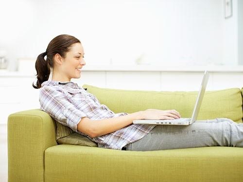 Lười vận động, ngồi sai tư thế là nguyên nhân khiến người trẻ dễ bị đau lưng