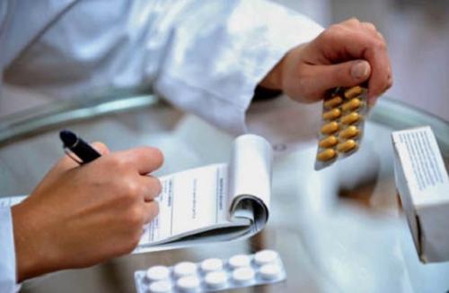 Chỉ sử dụng thuốc kháng sinh khi được bác sĩ kê đơn