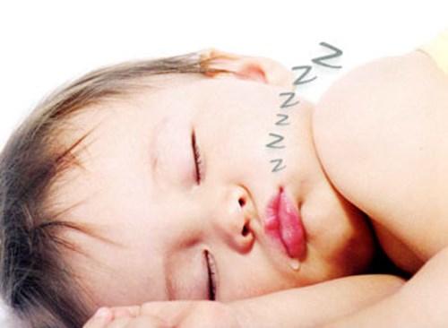 Trẻ ngủ ngáy cha mẹ chớ chủ quan