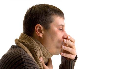 Ho, ho ra máu là triệu chứng thường gặp nhất của bệnh lao phổi