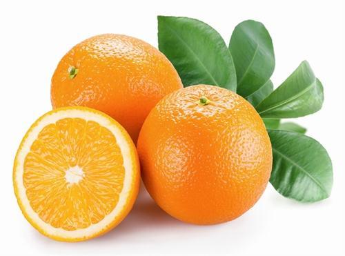 Đây là cách ít sử dụng nhất tuy nhiên nó lại rất hữu ích để loại trừ đờm trong cổ họng của bạn. Hãy xắt cam ra thành từng lát nhỏ và đem ngâm trong rượu vang qua đêm. Sau khi cam đã ngâm đủ, bạn nấu miếng cam cho mềm ra và sau đó ăn chúng. Cách này không chỉ giúp loại trừ đờm mà còn cung cấp cho cơ thể bạn hàm lượng vitamin C cần thiết.