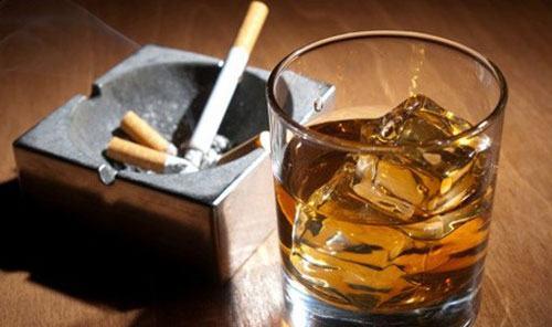 Người mắc bệnh phổi tắc nghẽn mạn tính không nên uống rượu, hút thuốc