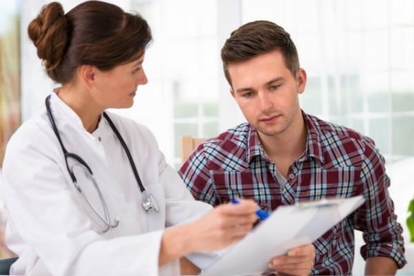 Bạn nên đến cơ sở chuyên khoa để được thăm khám và điều trị khi nghi ngờ sưng phổi