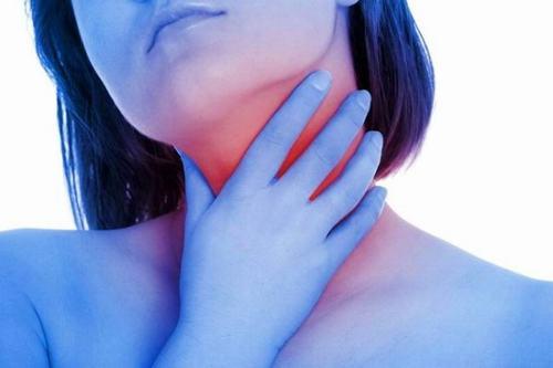 Viêm họng mạn tính được chia làm 4 thể: viêm họng mạn tính sung huyết, viêm họng mạn tính xuất huyết, viêm họng mạn tính