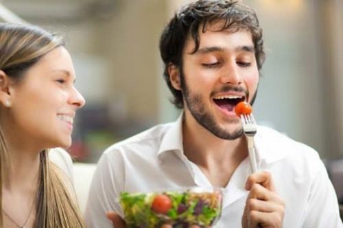 Người bệnh sau phẫu thuật u xơ nên ăn nhiều rau quả