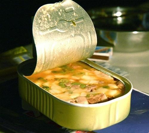 Ăn nhiều đồ hộp khiến lượng muối trong cơ thể cao hơn mức cho phép