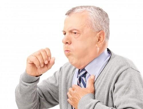 Bệnh viêm phổi có nhiều triệu chứng như ho, có đờm, sốt,...