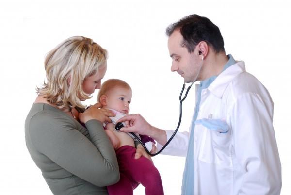 Bạn nên đến cơ sở chuyên khoa để thăm khám khi viêm phổi