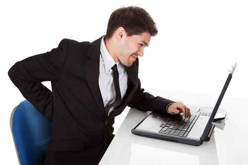 Dân văn phòng dễ mắc bệnh đau lưng