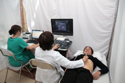 Siêu âm tuyến vú giúp bác sĩ phát hiện khối u hoặc các bất thường khác ở tuyến vú.