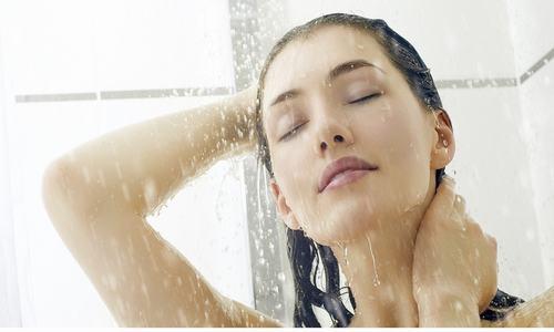 Tắm nước nóng cũng giúp điều trị bệnh viêm xoang hiệu quả