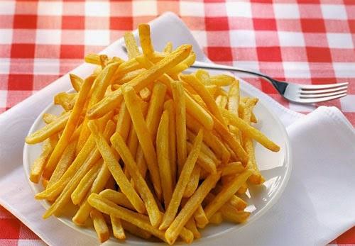 Có thể không chứa đường nhưng khoai tây chiên lại giàu chất béo và hàm lượng carbon hydrate, nó có thể đẩy mức đường huyết của bạn lên cao và làm các triệu chứng tiểu đường xấu đi.