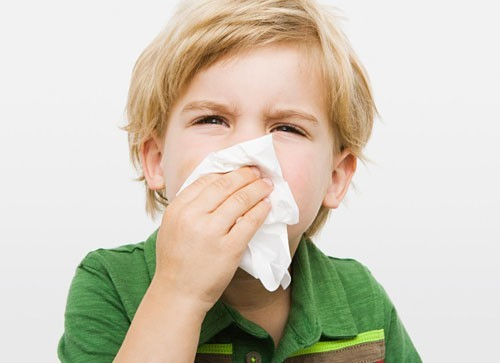 Viêm mũi họng cấp thường gặp ở trẻ từ 6 tháng đến 8 tuổi