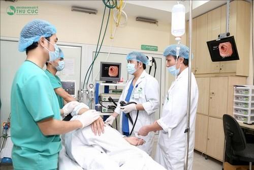 Hệ thống máy nội soi dạ dày hiện đại cùng đội ngũ bác sĩ giỏi chuyên môn giúp chẩn đoán chính xác bệnh lý dạ dày.