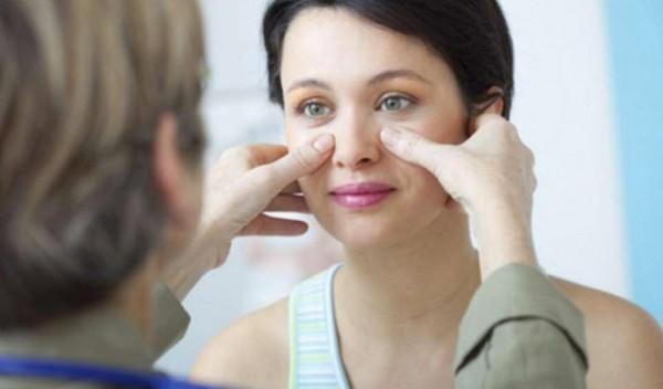 Bạn nên đến cơ sở chuyên khoa để được thăm khám và điều trị khi mắc bệnh về mũi