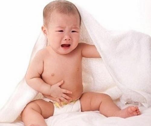 Tức bụng, tiêu chảy, táo bón là những triệu chứng cảnh báo bệnh tiêu hóa ở trẻ