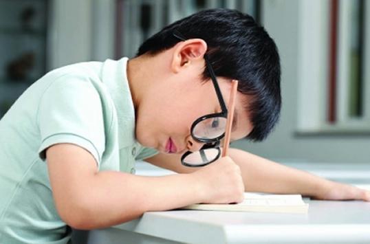Ở Việt Nam tại các thành phố lớn có khoảng 25-30% học sinh bị cận thị.