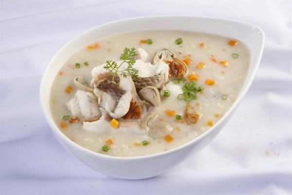 Các món ăn được chế biến kỹ lưỡng, mềm nát và có chất kiềm, khiến axit trong dạ dày bão hòa
