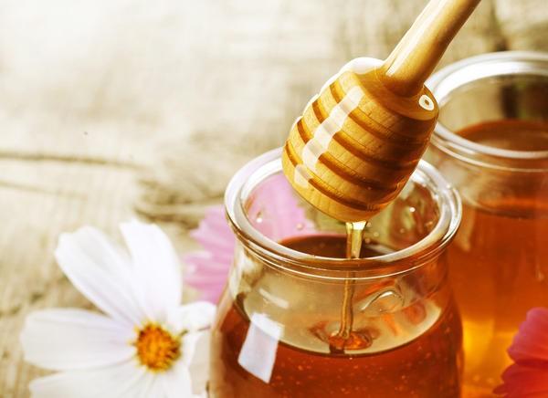 Không nên uống mật ong khi bị sốt