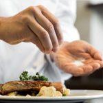 Tại sao bị cao huyết áp phải giảm ăn muối