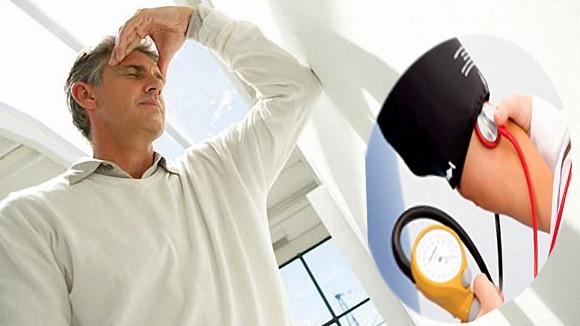 Đau đầu là dấu hiệu của cao huyết áp giai đoạn nặng
