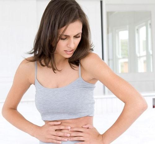 Đau bụng là 1 biểu hiện của u nang buồng trứng