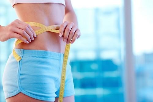 Duy trì cân nặng ở mức hợp lý bằng cách kết hợp giữa chế độ ăn uống và tập luyện.