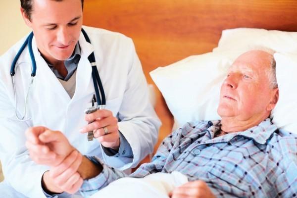 Bí tiểu cấp là biến chứng thường gặp sau tai biến