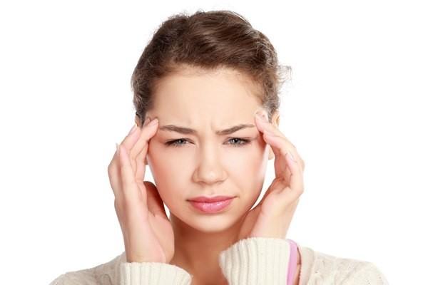 Nhức đầu dữ dội, thị lực giảm, nhìn mờ dần cả hai mắt hoặc một mắt, có thể là dấu hiệu cảnh báo sớm đột quỵ.