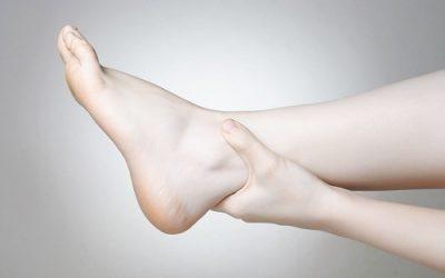 Mắt cá chân bị sưng nhưng không đau: vì sao?