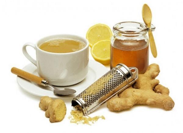 Lấy 1 thìa nước gừng, 1 thìa mật ong trộn với nhau. Bạn có thể ăn hỗn hợp nước gừng và mật ong sau đó uống một cốc sữa nóng để giảm ho và các vấn đề về họng.
