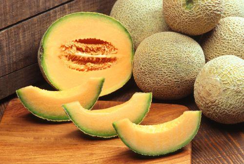 2 loại dưa này thường được dùng để trung hòa acid dư thừa trong dạ dày. Dưa hấu và dưa gang vừa cung cấp nguồn vitamin dồi dào cho cơ thể vừa cải thiện tình trạng ợ chua, ợ nóng.
