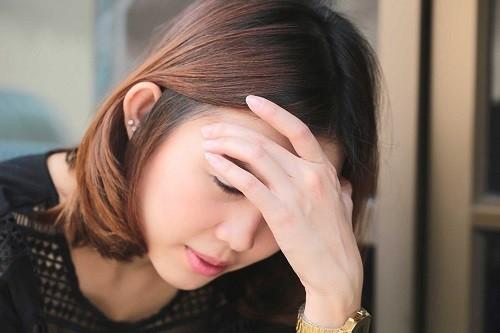 Sự phấn khích, lo lắng và căng thẳng có thể gây ra những cơn nấc ngắn.