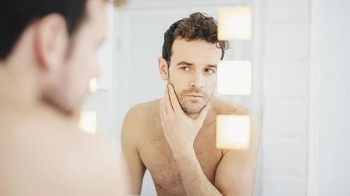 Mặt sưng lên là tình trạng tích tụ dịch trong các mô ở mặt. Sưng mặt có thể xảy ra do nhiều bệnh lý khác nhau.