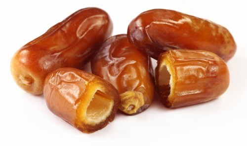 Quả chà là có màu nâu, vị ngọt và hơi dính. Loại quả này tốt cho người bệnh tiểu đường, chứa nhiều chất chống oxy hóa hơn các loại quả như nho, cam, bông cải xanh hay hạt tiêu.
