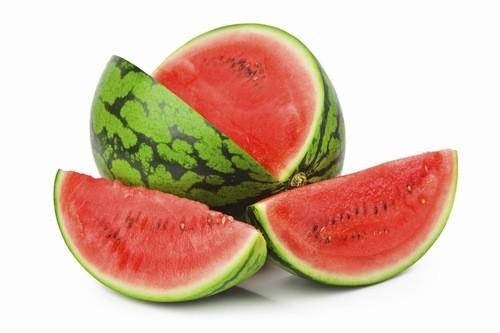 Dưa hấu rất giàu vitamin B và C, cũng như beta-carotene, kali và lycopene thấp nên là loại trái cây tốt cho người bệnh tiểu đường. Tuy nhiên dưa hấu lại giàu hàm lượng đường vì vậy người bệnh nên ăn ít.