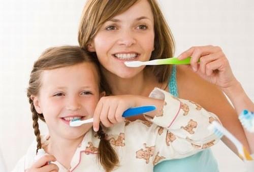 Vệ sinh răng miệng đúng cách phòng ngừa bệnh tay chân miệng