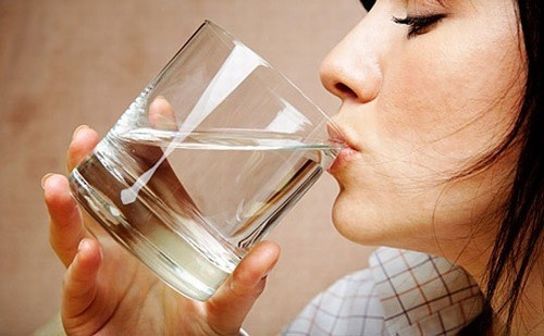 Uống nhiều nước phòng ngừa bệnh sỏi thận